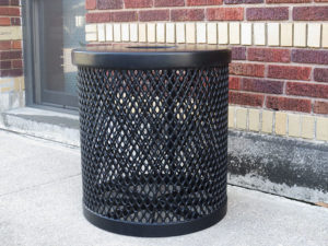 22 gallon garbage can