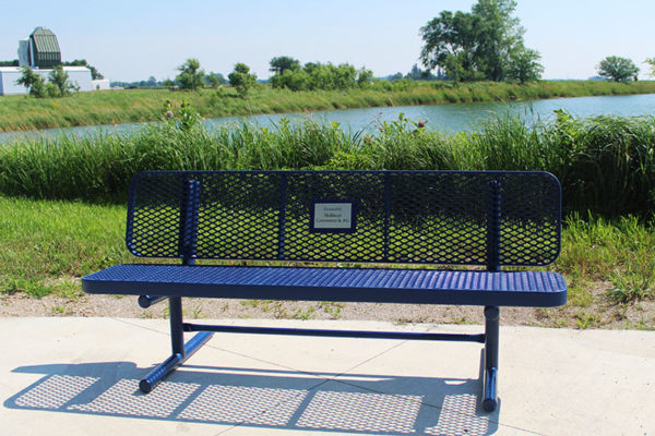 plastisol coated memorial bench with dedication plaque