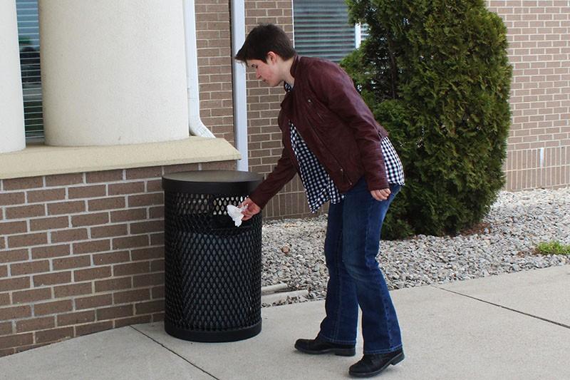 11 gallon trash receptacle